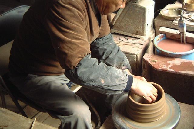 伝統工芸品の萬古焼でつくりあげられた『味わうカフェオレカップ』