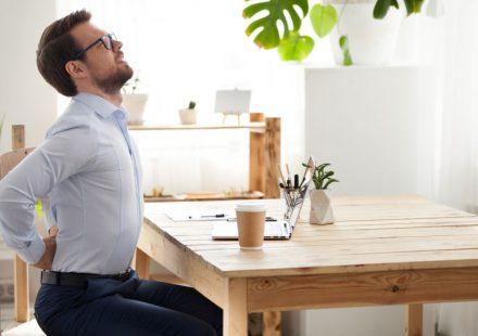 テレワークで肩こり・腰痛が悪化!?在宅勤務を快適にするおすすめグッズ5選