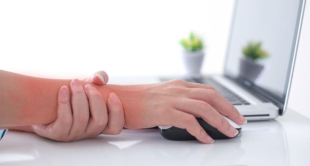 パソコン作業で手首が痛い!その痛み、「マウス腱鞘炎」かも!?