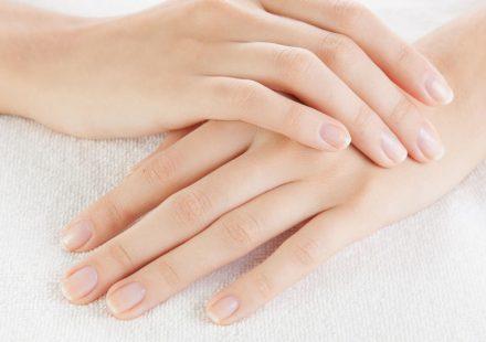 爪が乾燥する原因とおすすめのネイルケア方法